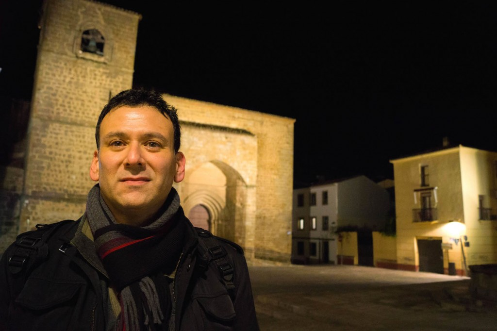 Roger L. Martinez-Davila at the Plaza de San Nicolas (Plasencia, Spain).